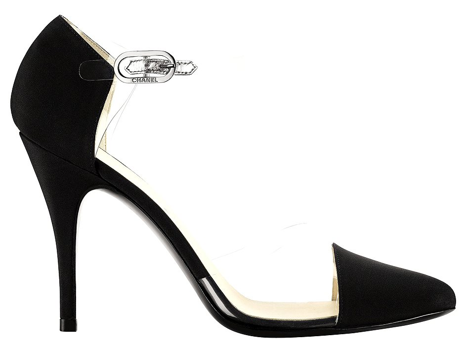 Black crepe pump Escarpin noir en crêpe. Chanel