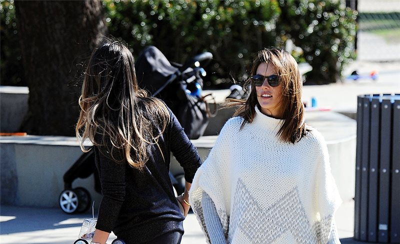 Alessandra Ambrosio, de Elizabeth and James