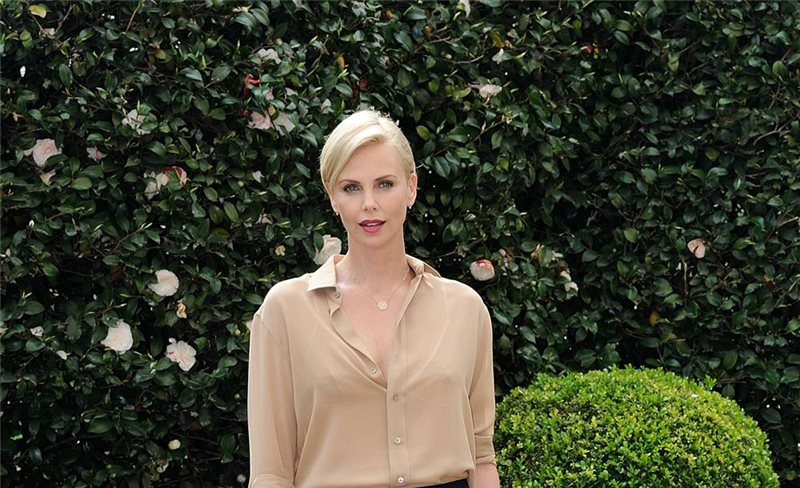 Charlize Theron, de Saint Laurent