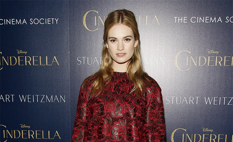 Lily James, de Dolce & Gabbana