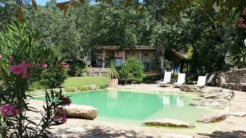 5 piscinas incre bles para una escapada relax instyle for Casa rural avila piscina