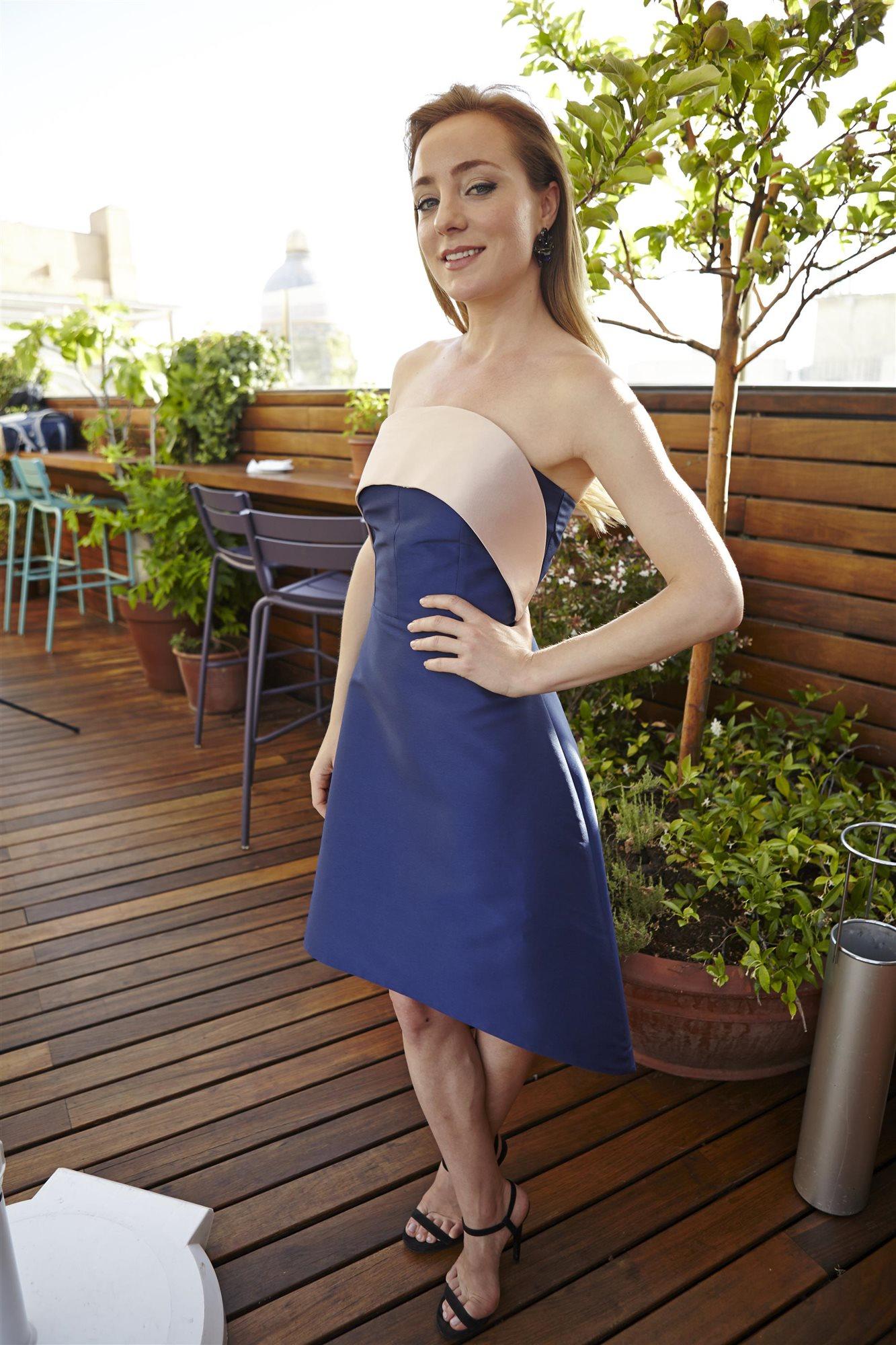 Angela Cremonte Nude Photos 19