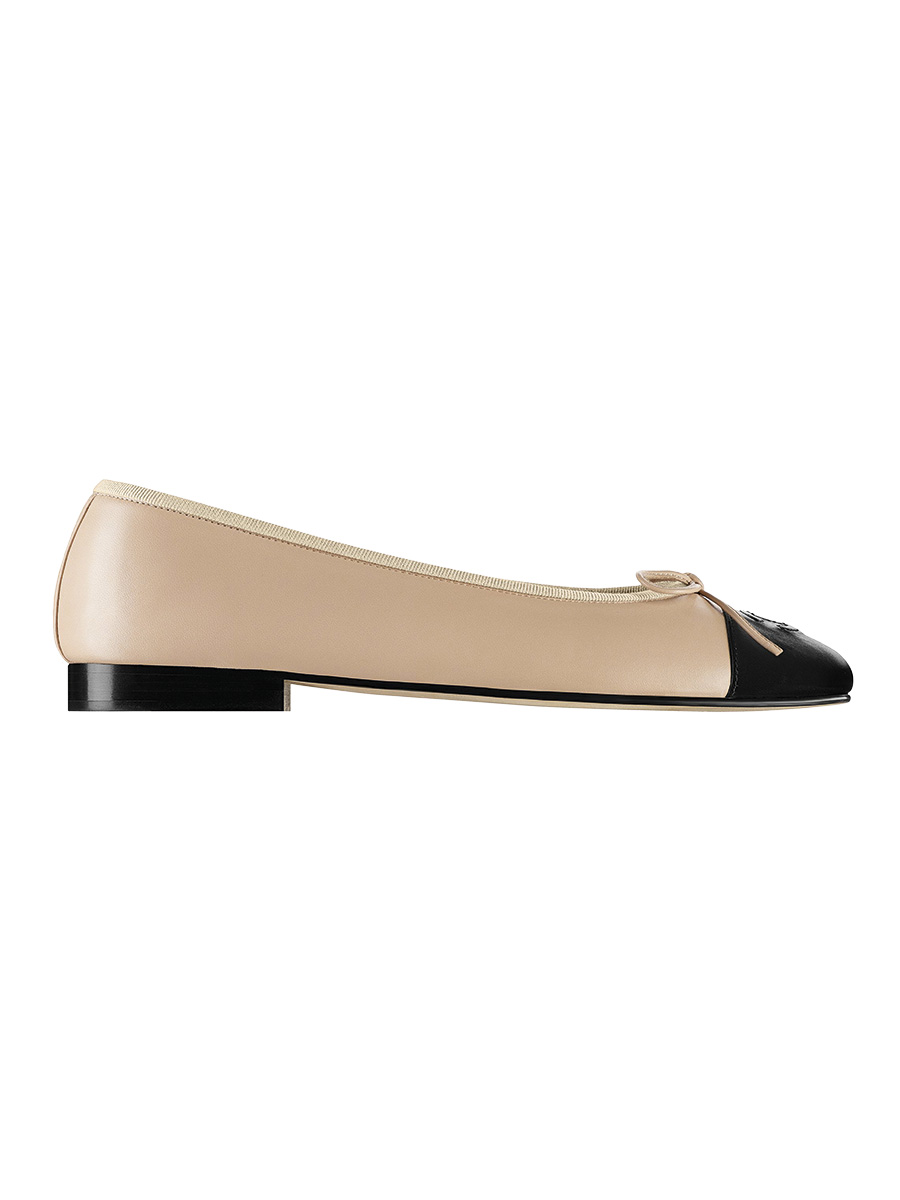 Ballerinas in beige and black leather G02819-X51318-C0204. Chanel