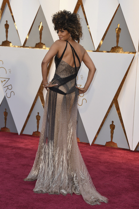 Hale Berry 1. Halle Berry