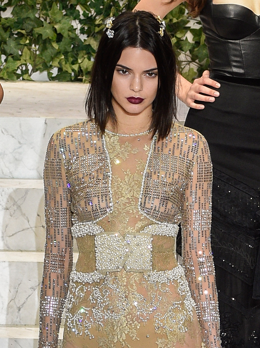 'Carré plongeant' a lo Kandall Jenner