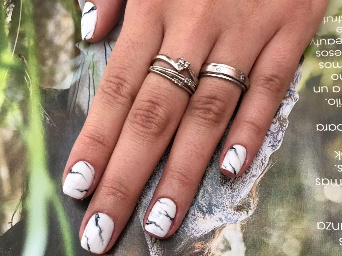 Ideas para manicuras originales instyle for Unas color marmol