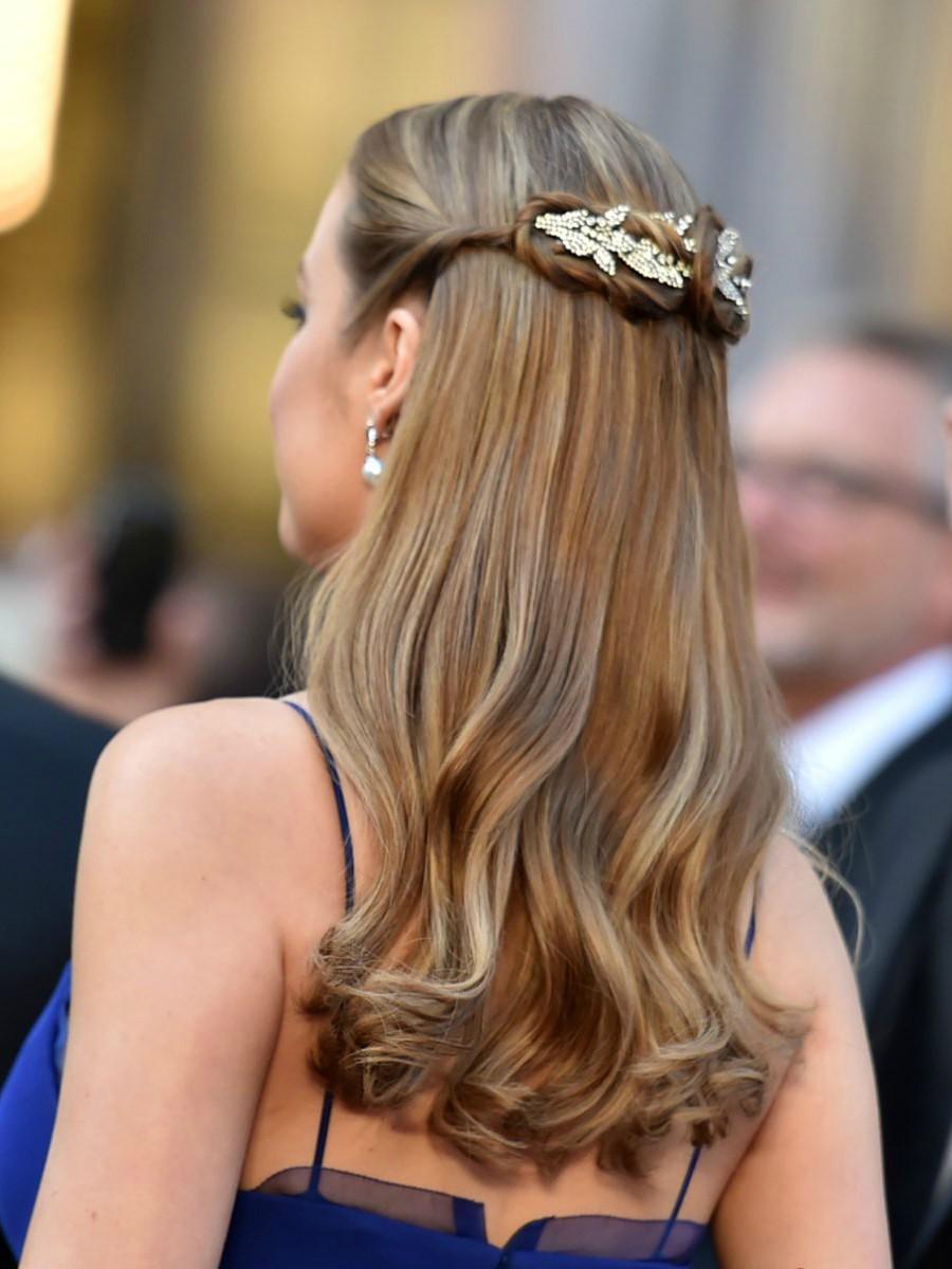 Accesorios para el pelo low cost para una boda - InStyle c92a25b0c667