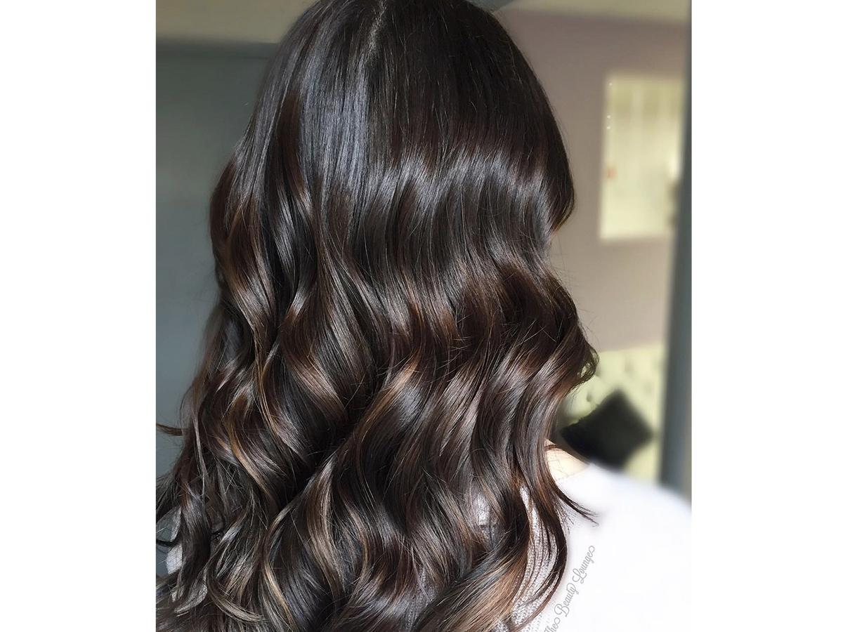 Iluminacion en pelo color chocolate