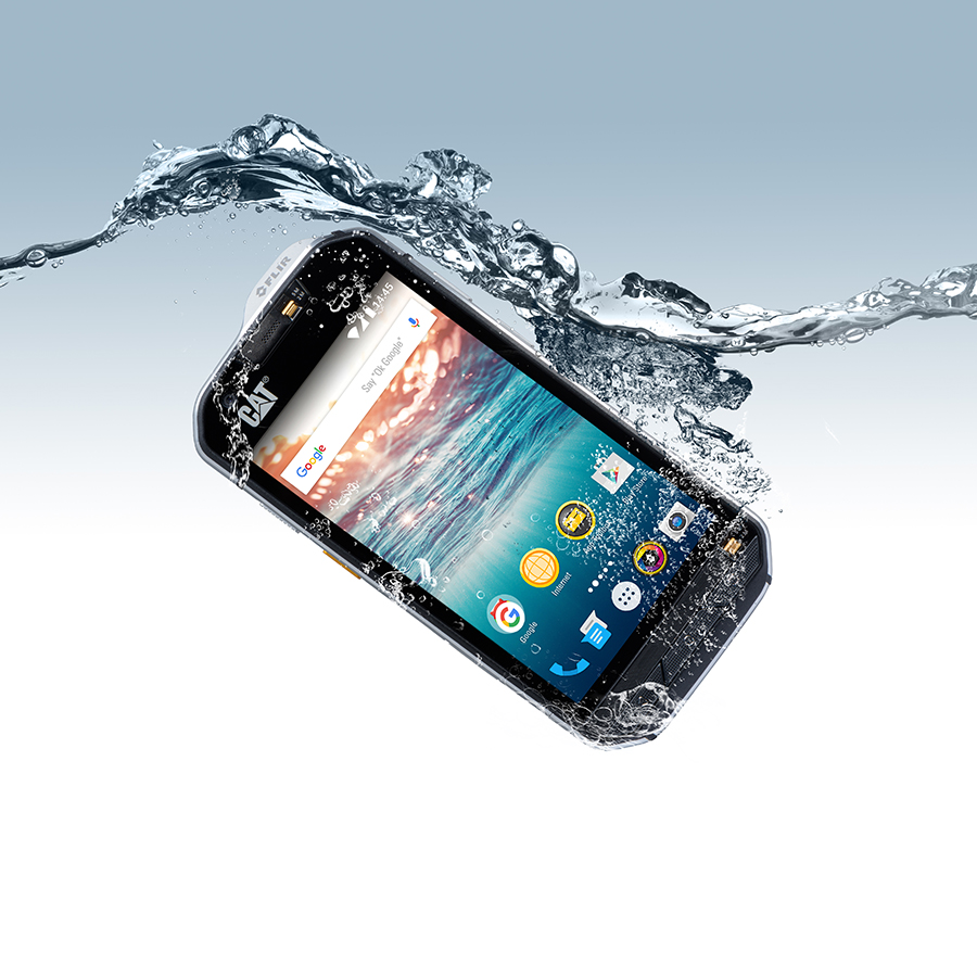 S60 in water. Cat S60