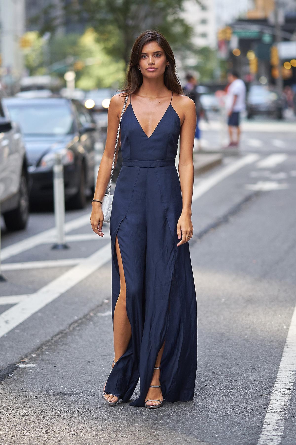745358f973 10 vestidos con los que copiar el  look  de Sara Sampaio - InStyle