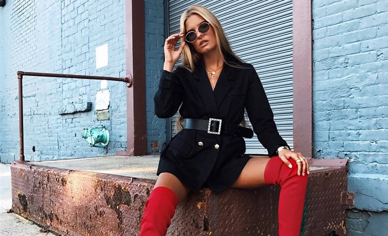 Este año las botas 'over the knee' se visten de rojo