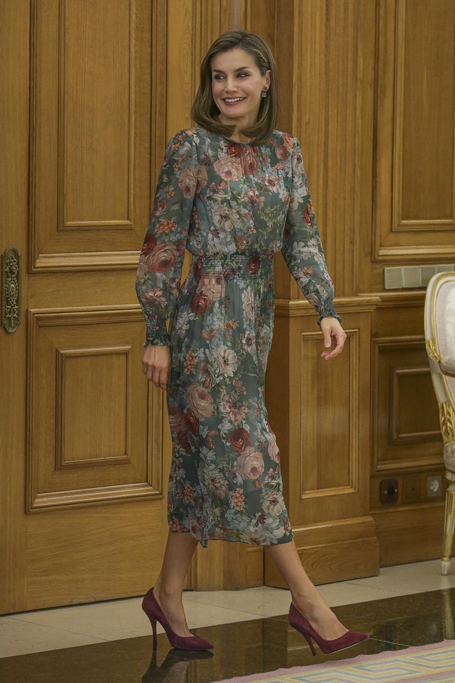 2259edac7 Letizia ortiz 011. Letizia Ortiz tiene el vestido de flores del otoño