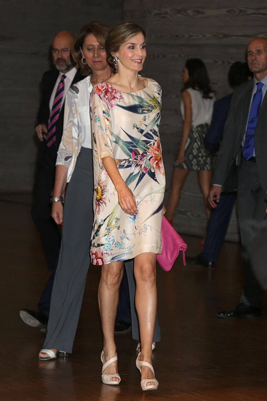 5c6c2e96de Letizia Ortiz vestido Zara. Su vestido floral preferido de Zara