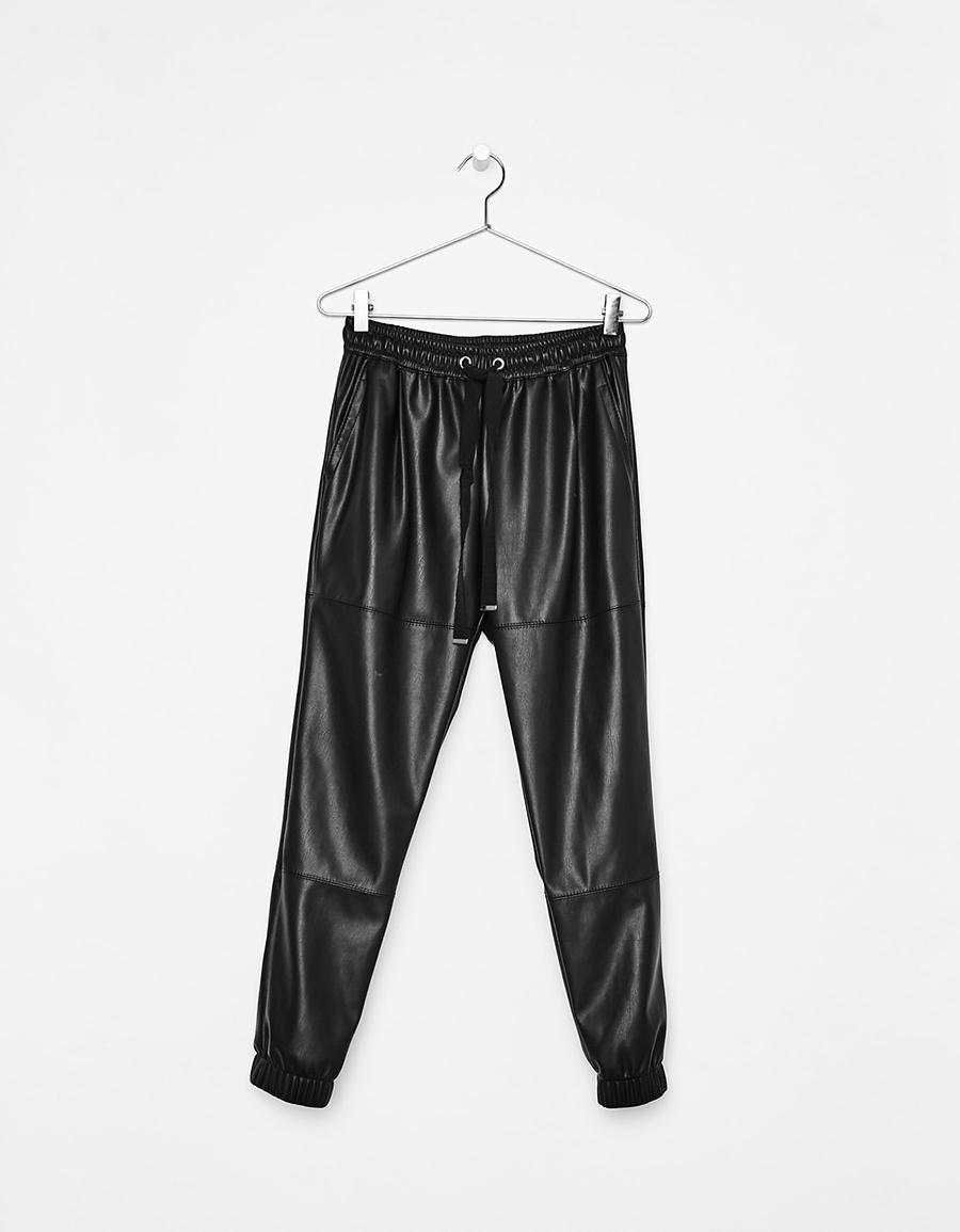 9 pantalones de cuero que te harán olvidarte de los vaqueros - InStyle 028f44ded0f3