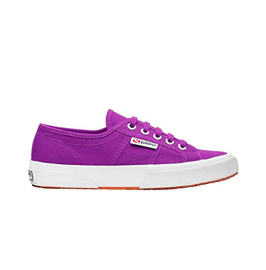 Superga-morada. Zapatillas en color morado de Superga (48 €)