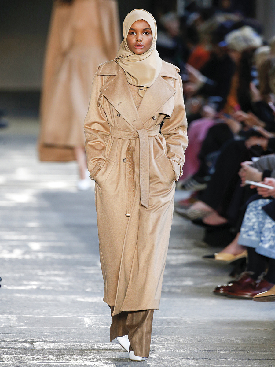 Max Mara 110673. En color camel