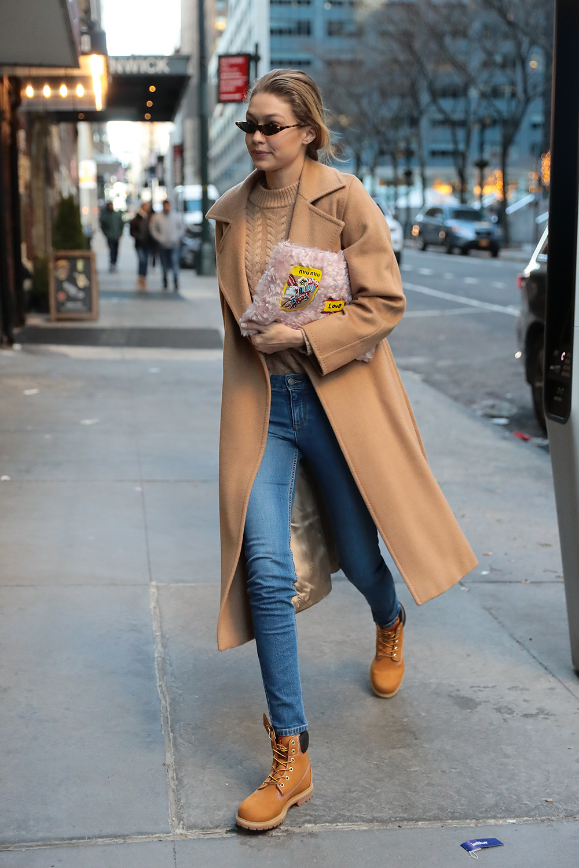 c185a4c456e53 Las celebrities vuelven a poner de moda las botas Timberland - InStyle