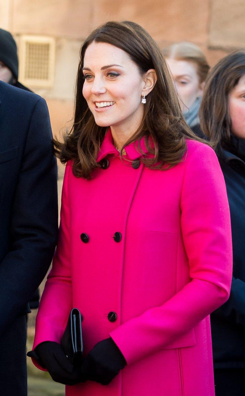 Kate Middleton vuelve a repetir abrigo en su \'look\' de premamá - InStyle