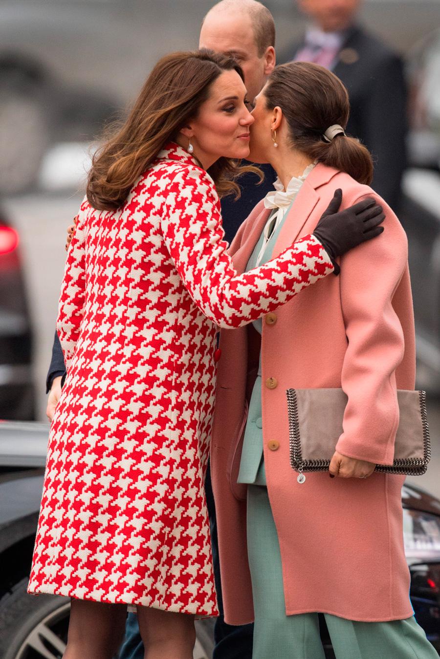 El mejor look premamá de Kate Middleton (y a todo color) - InStyle