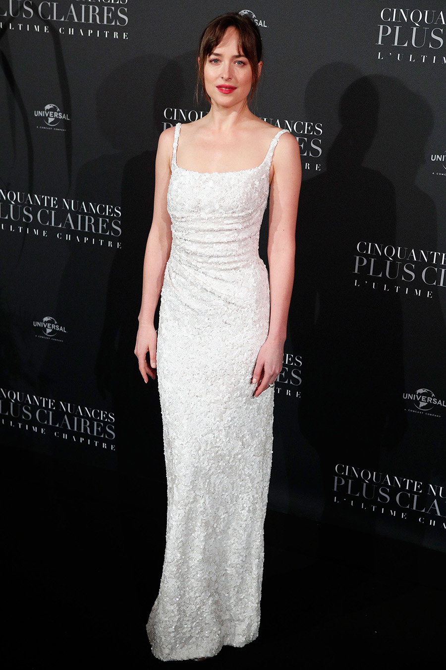 Dakota-Johnson-50-sombras-liberadas. Dakota Johnson se viste de novia minimalista y elegante