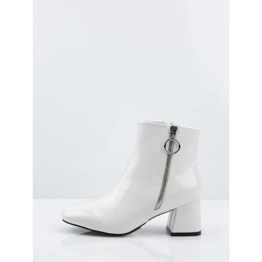 6d1c98b16 Los botines blancos de charol de Gigi Hadid que querrás tener en ...