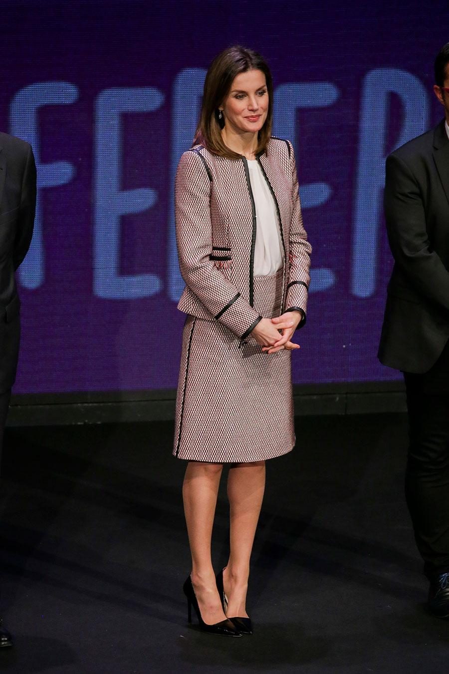 Letizia-Ortiz-look. Letizia Ortiz apuesta por su combinación preferida ec015013a48