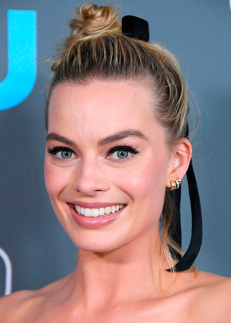 022018-simple-updos-3. Margot Robbie