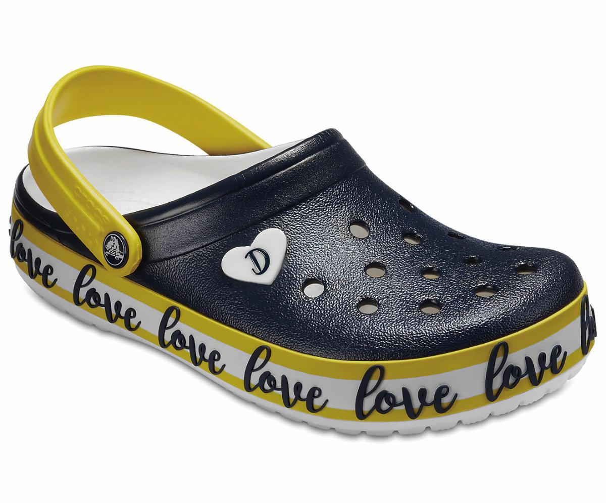 aa1822260e Los zuecos y sandalias de primavera de Drew Barrymore para Crocs ...