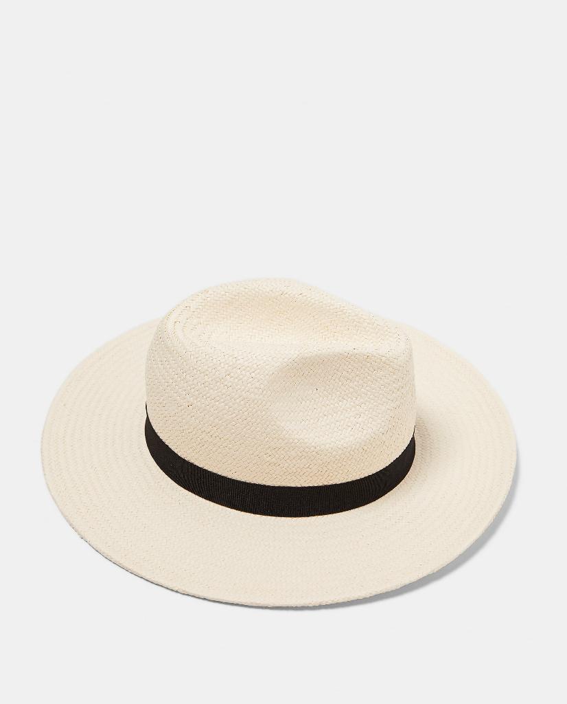 Los sombreros de rafia serán tendencia esta primavera - InStyle 745dbf63248