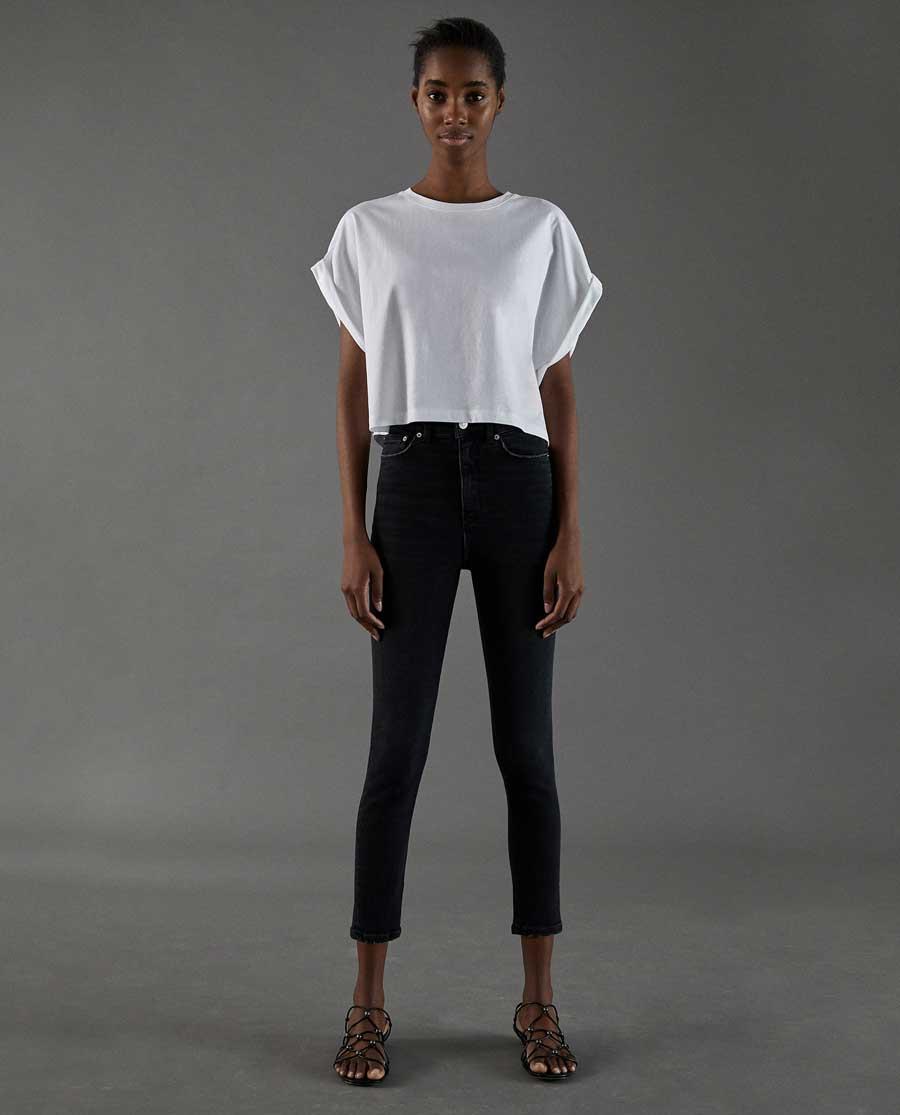 7a17f6b4d0 Cómo combinar tu camiseta blanca básica de Zara esta primavera 2018 ...