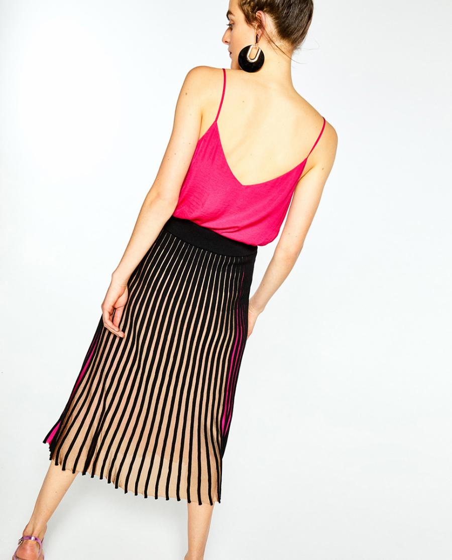 eee42a60d9 La falda plisada a rayas que lo empezó todo  de la pasarela a la ...