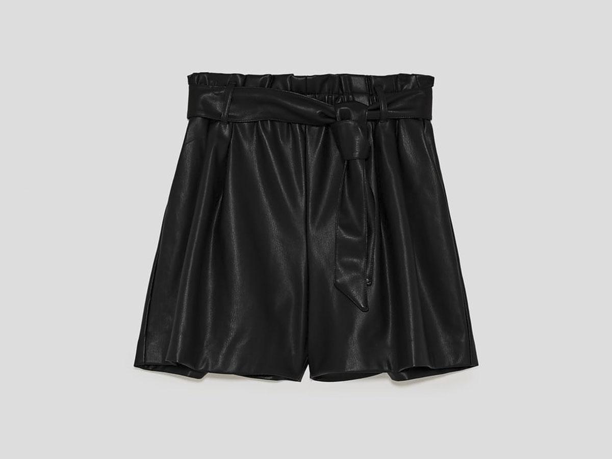 pantalon corto cuero zara