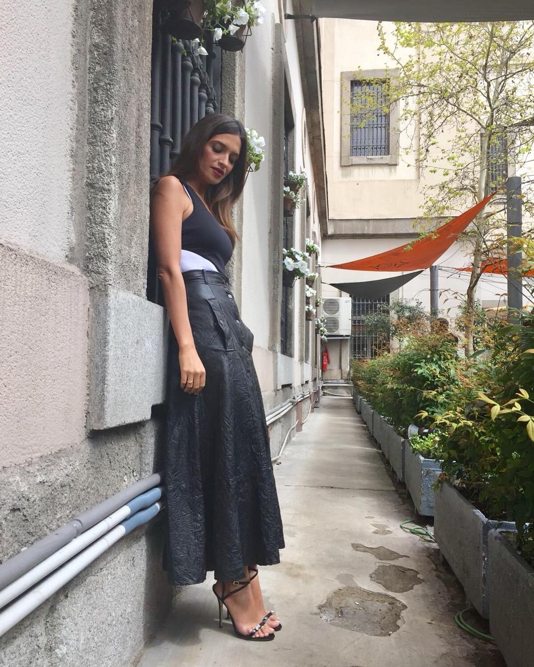 12795d61f6 Sara Carbonero falda de cuero. La falda de cuero que ha puesto de moda Sara