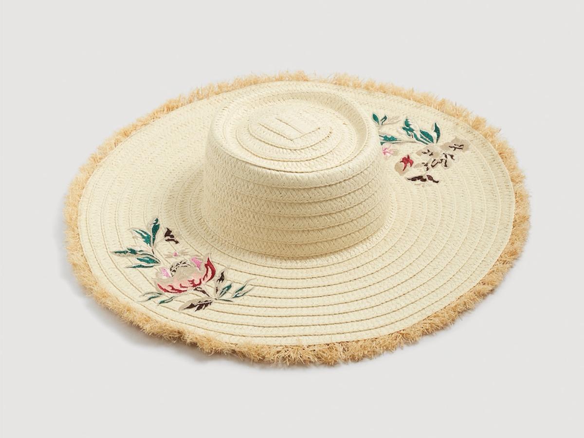 sombreros-playa-verano-mango. Sombreros de mujer con un toque floral e57d7be5aae