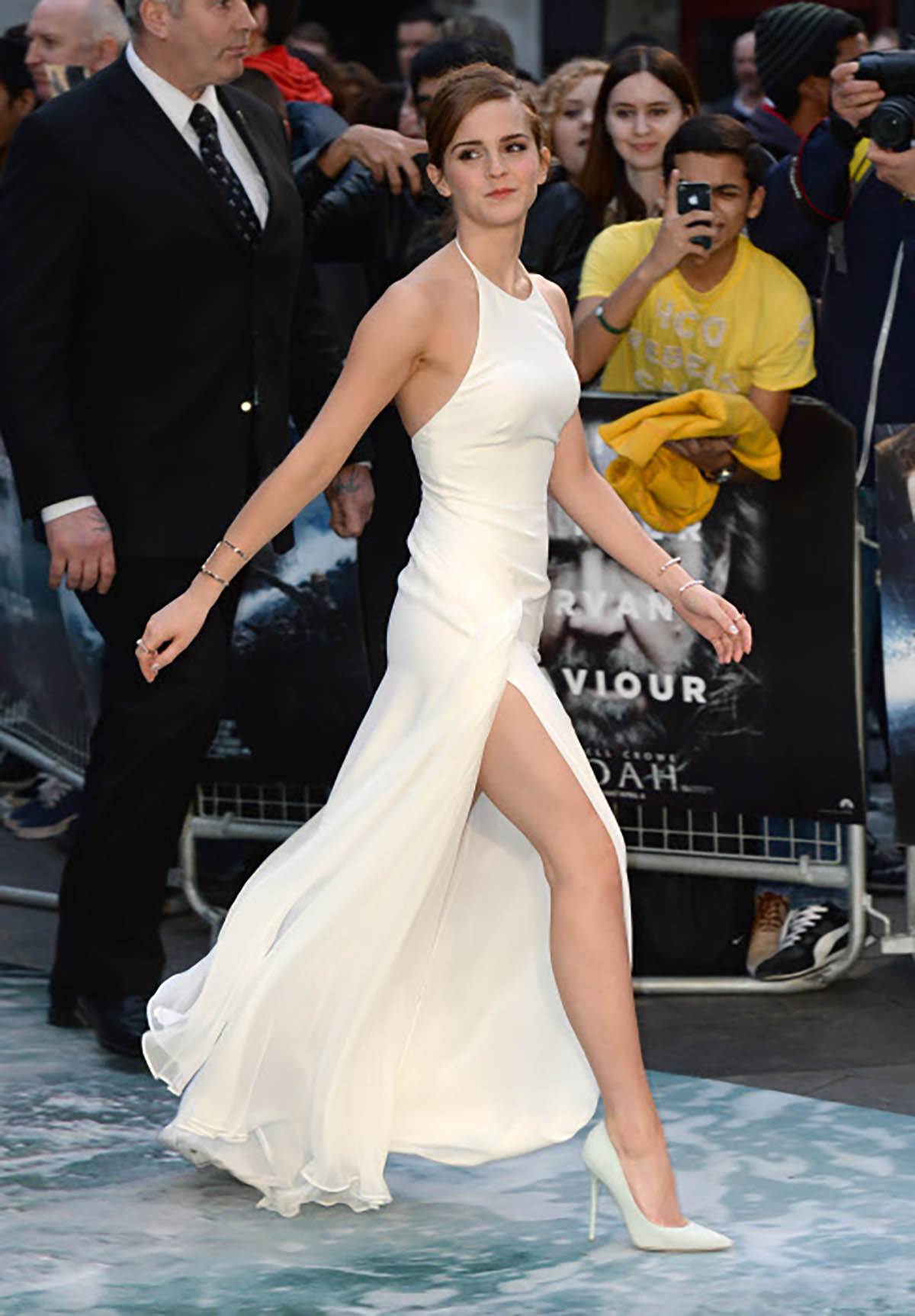 19. Actress Emma Watson attending 'Noah' UK Premiere in London. El blanco monocolor, todo un acierto