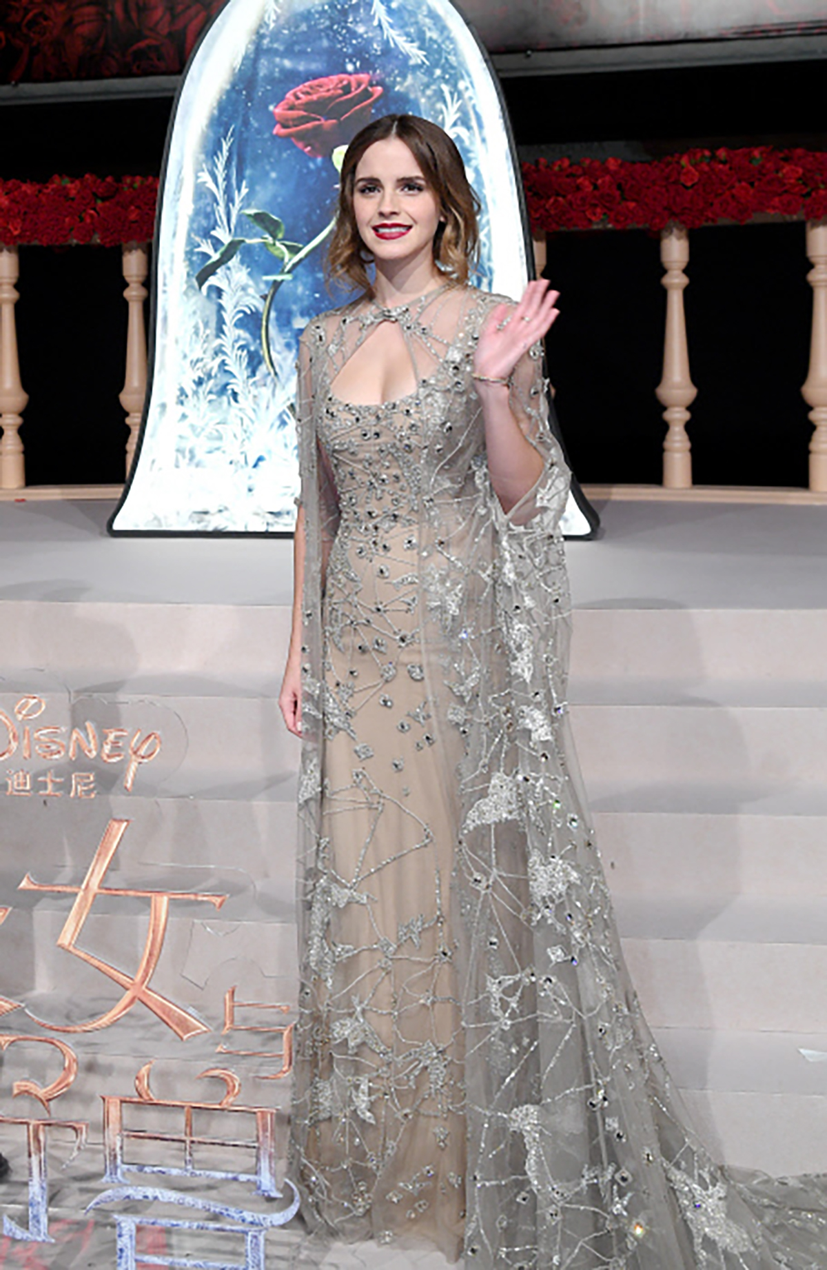 7. Actress Emma Watson attends a premiere for movie Beauty and the Beast in Shanghai,. ¿TBT a Harry Potter 4?