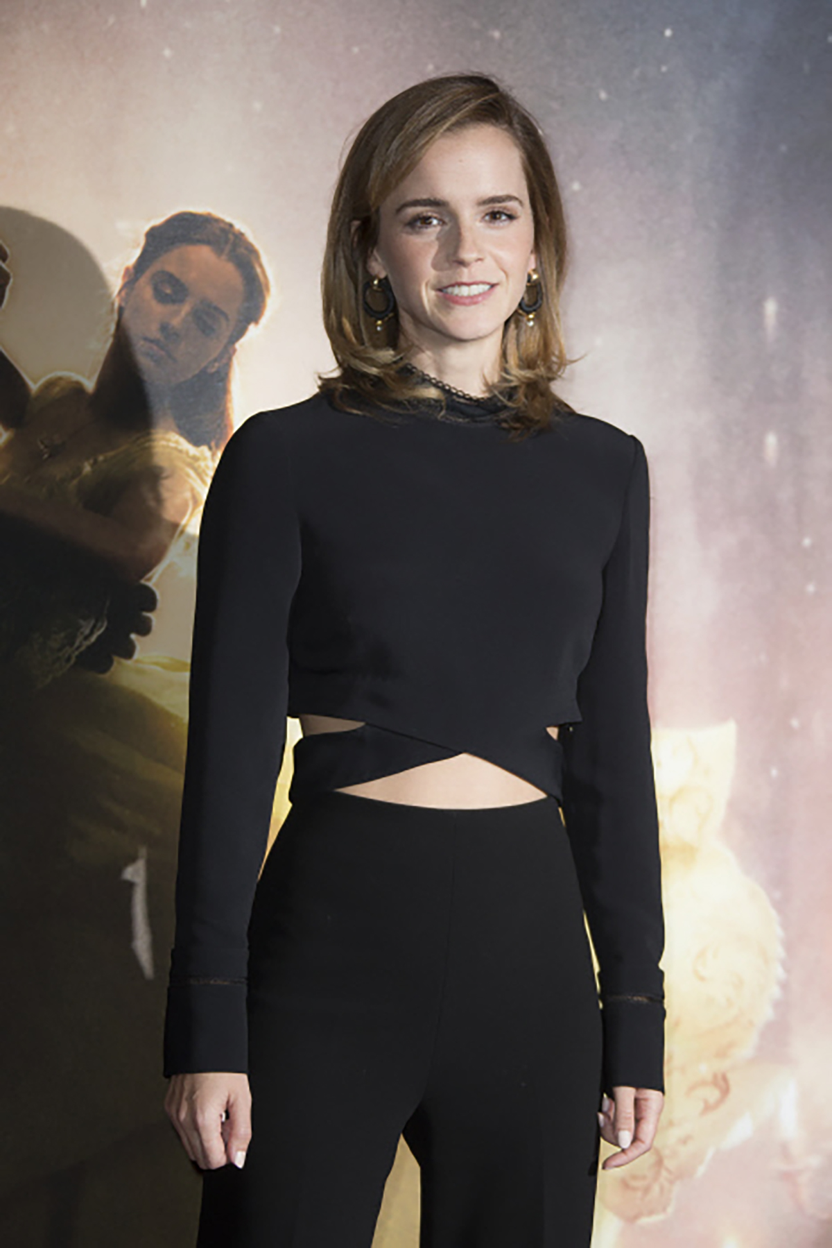 8. Actress Emma Watson during a photo call of Beauty and the Beast in London. Dos piezas