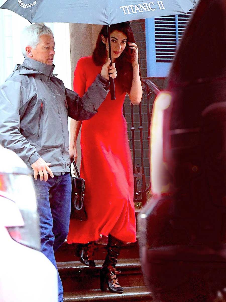 Amal-Cloney-look-vestido-rojo. Amal Clooney nos enseña a combinar 829d1969728