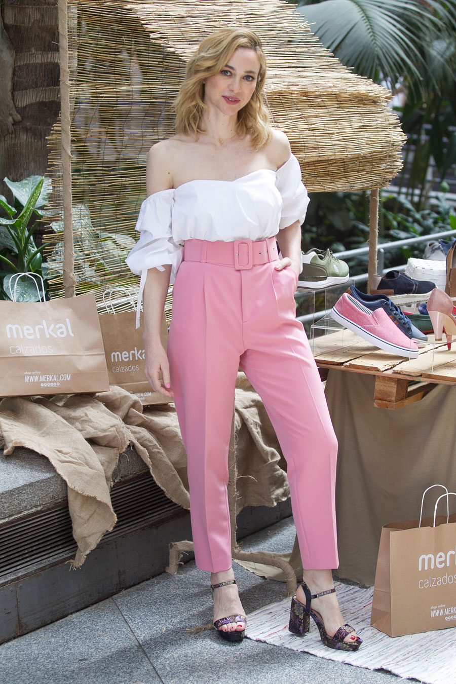 6f2fcc21b Marta-Hazas-pantalones-rosas-zara. Marta Hazas también tiene los pantalones