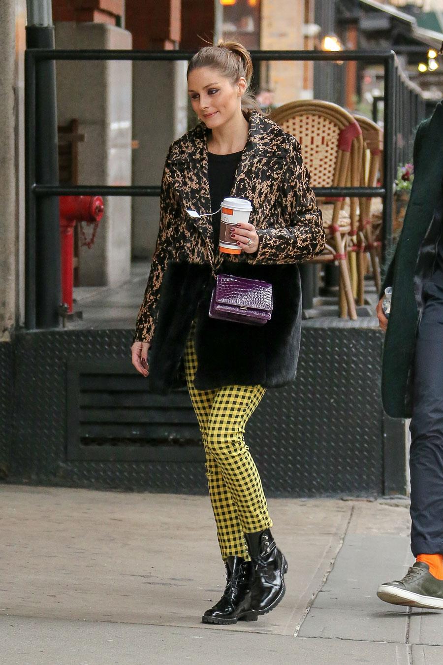 Olivia-Palermo-pantalones-amarillos-Zara. Olivia Palermo lleva los  pantalones más ab1e3cdf0edf