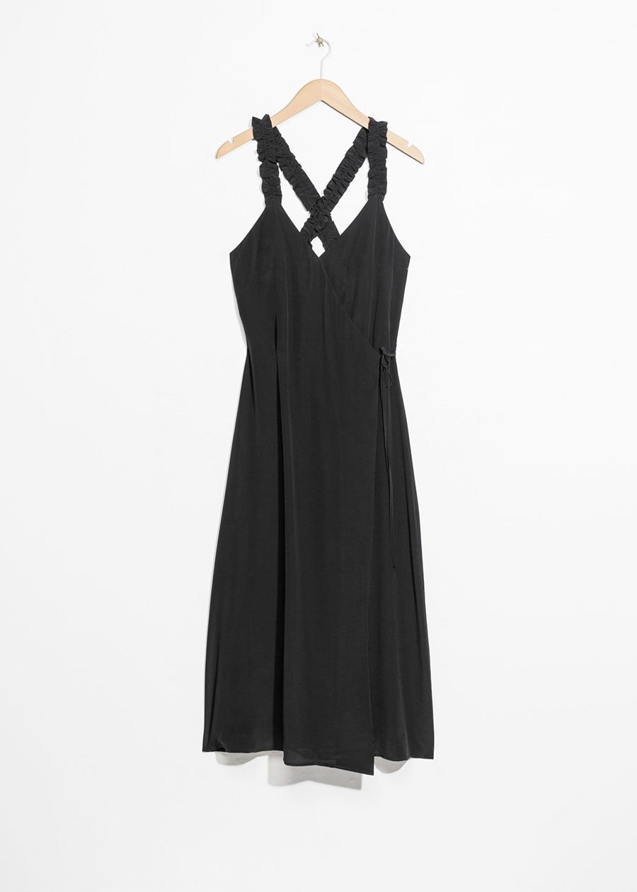 & Other Stories 135 €. Opciones de vestidos negros midi