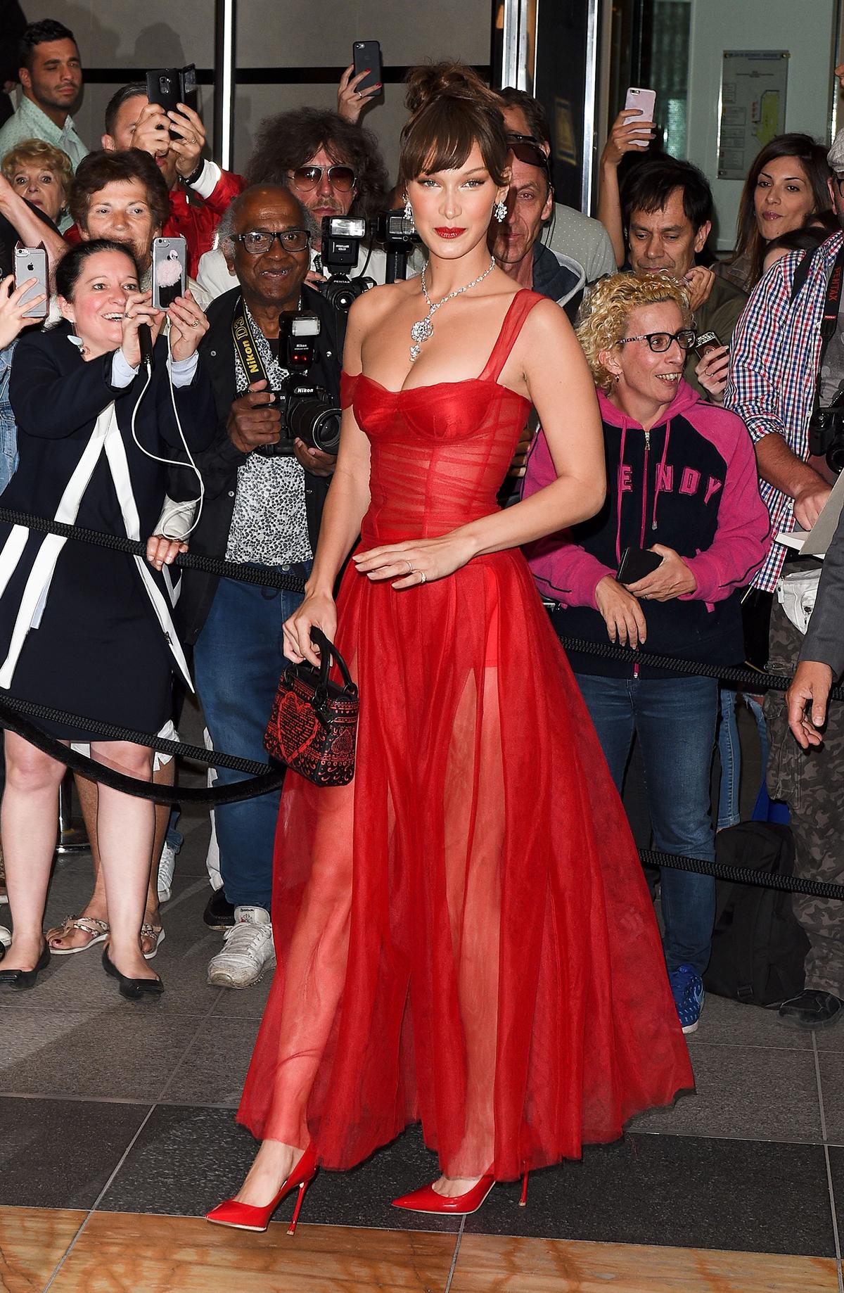 5d323792d Vestidos de fiesta rojos de primavera 2018 como el Dior de Bella ...