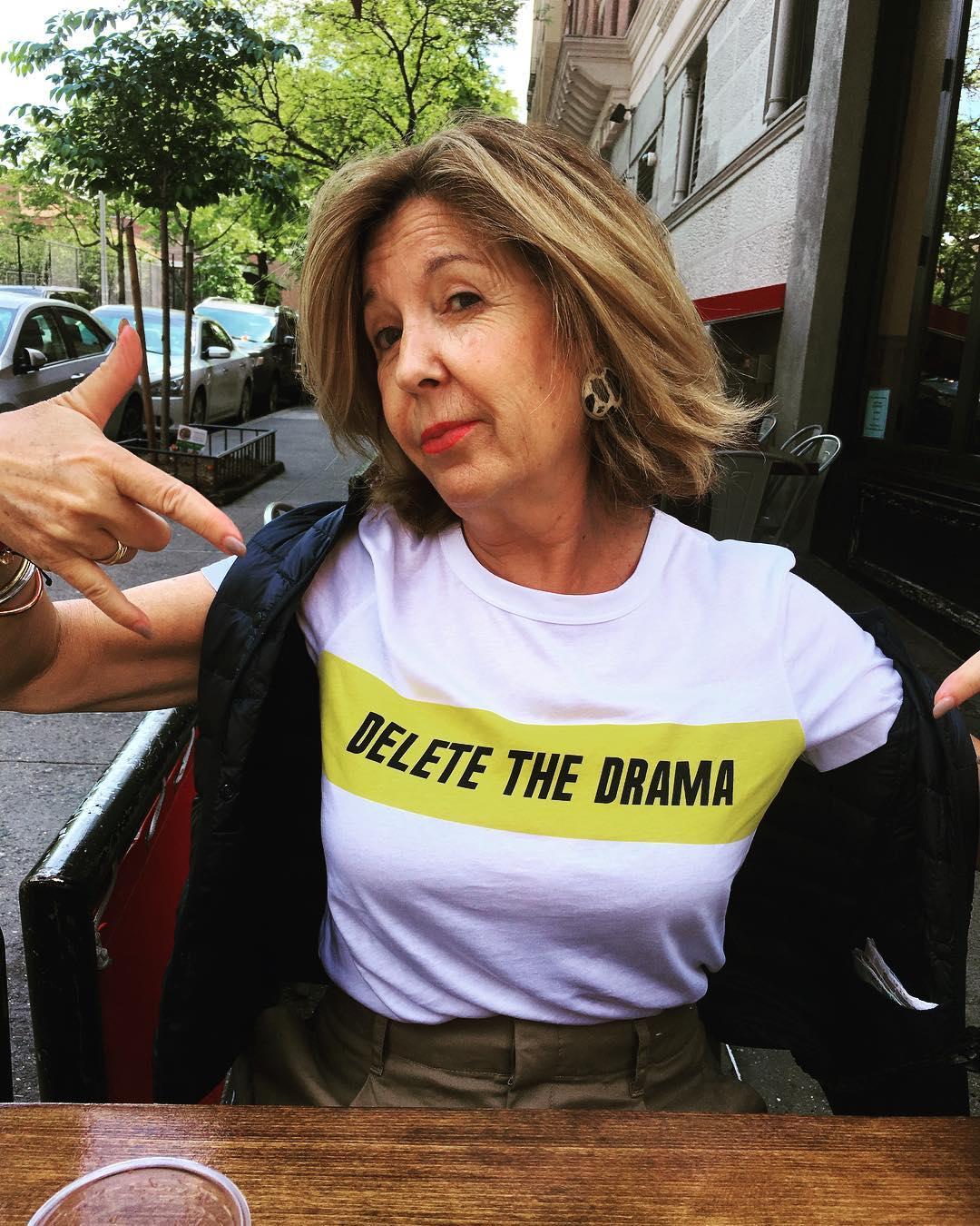 La camiseta blanca viral de Zara con mensaje  Delete The Drama ... 9ab06da41da76