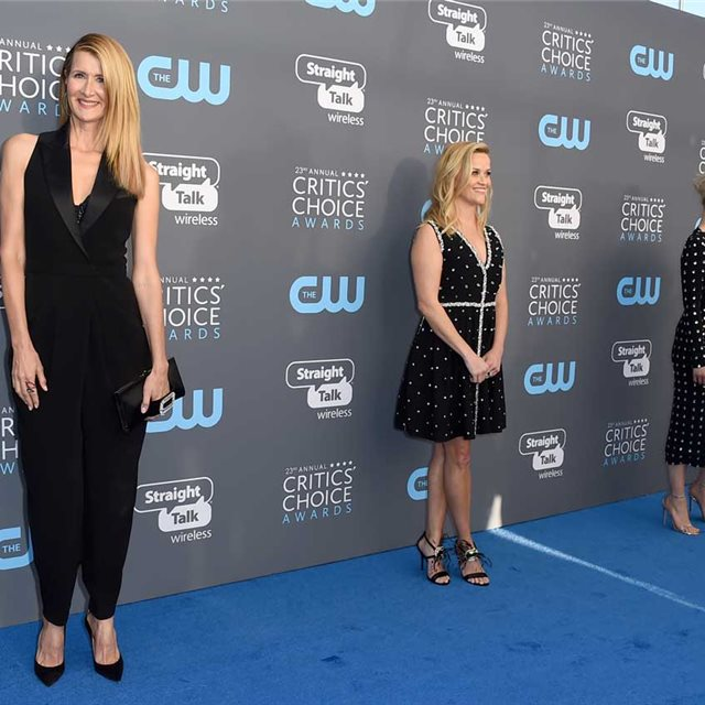 Reese Witherspoon y Laura Dern continúan apoyando el movimiento Time's Up en los Critics' Choice Awards