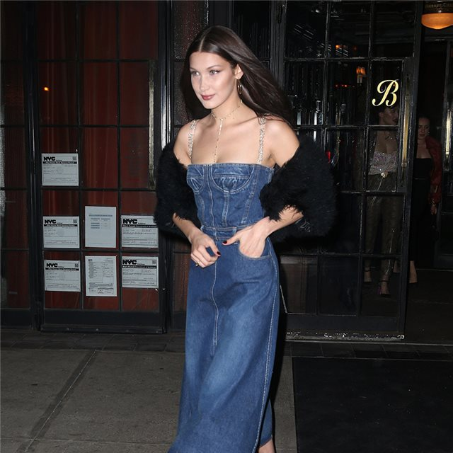 Bella Hadid se rinde al 'total denim'