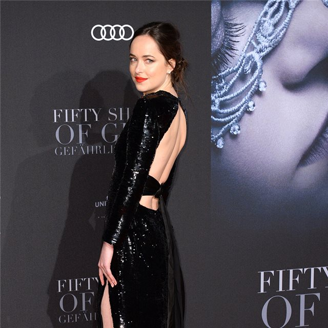 Dakota Johnson y su perfecto vestido negro