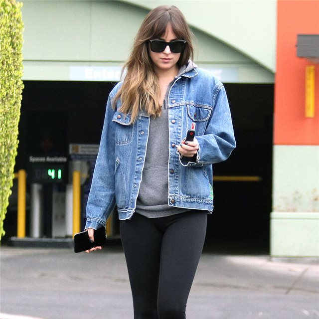 Dakota Johnson y el look 'sport' que nunca falla