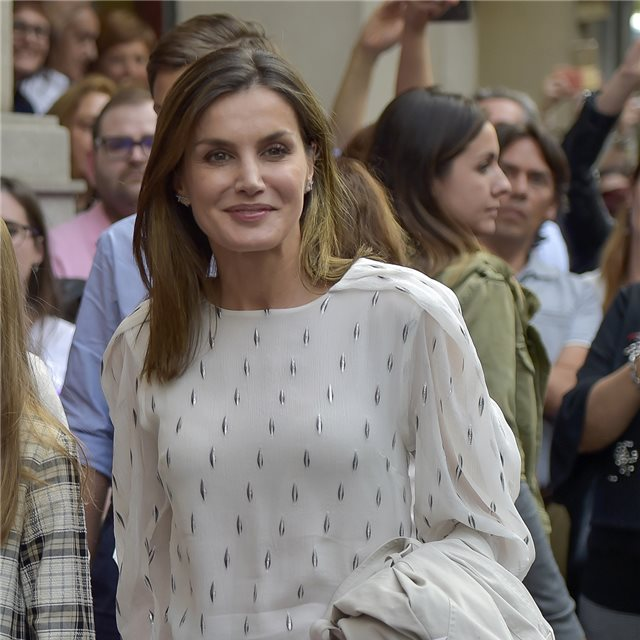 El 'look' más casual de Letizia para un plan familiar de teatro