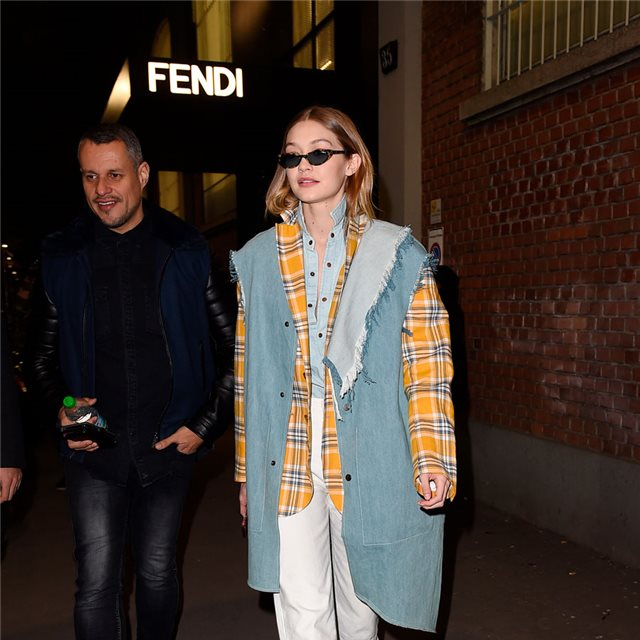 Gigi Hadid y su brillante look en 'denim'