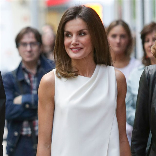 Letizia Ortiz y su perfecto look 'made in Spain' en blanco